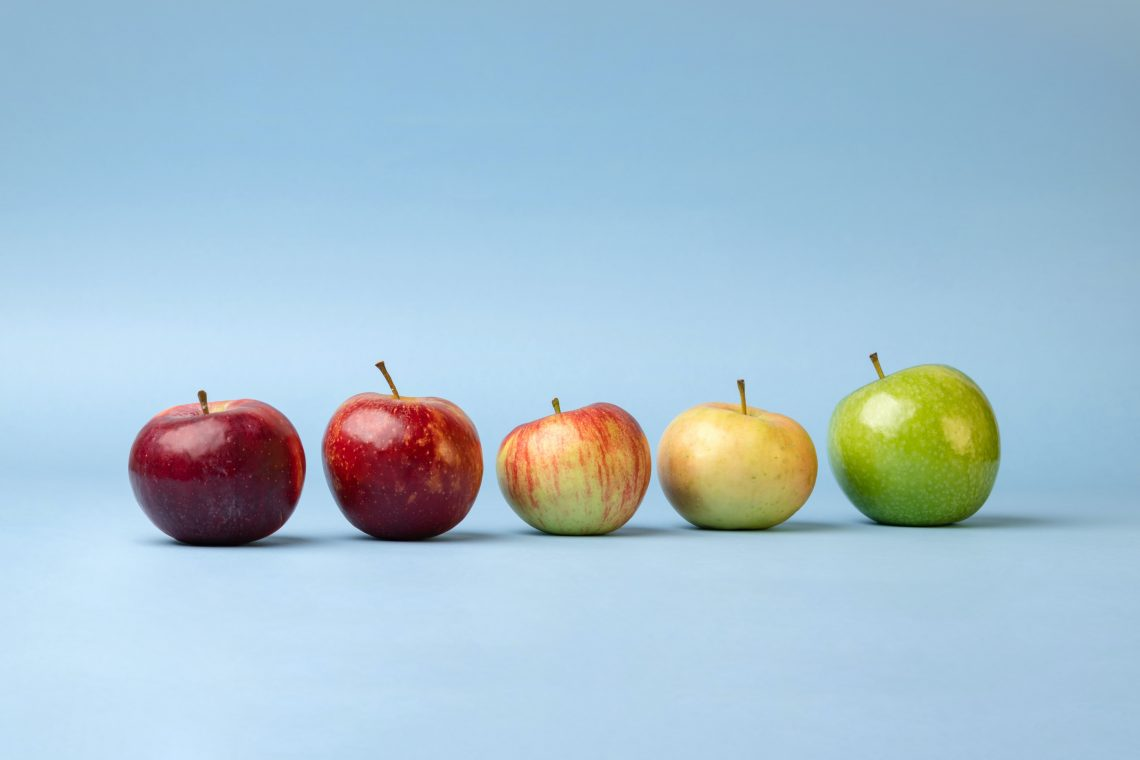 3 green and red apples